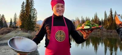 Глава Тункинского района Бурятии впечатлил гостей собственноприготовленным блюдом хорхог