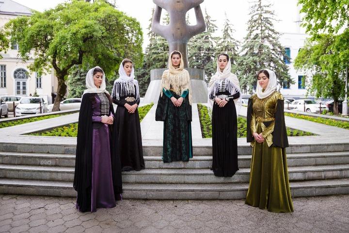 В Нальчике впервые прошел модный показ от черкесских дизайнеров из разных регионов