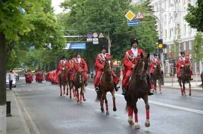 Казаки, участвующие в походе в честь юбилея Победы, прибыли на Дон