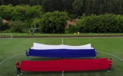 В Татарстане станцевали в народных костюмах в честь Дня России