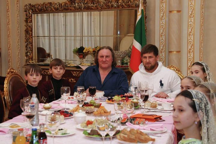 В Чечне Депардье подарили квартиру и накормили французскими национальными блюдами