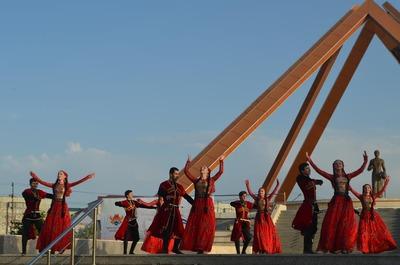 """В Махачкале провели фестиваль традиционной культуры """"Сто лиц столицы"""""""