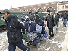 Мигрантов  обяжут платить за въезд в Россию 30 тысяч рублей