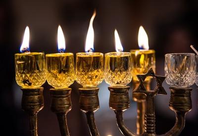 Берл Лазар зажжет первую ханукальную свечу без участия верующих