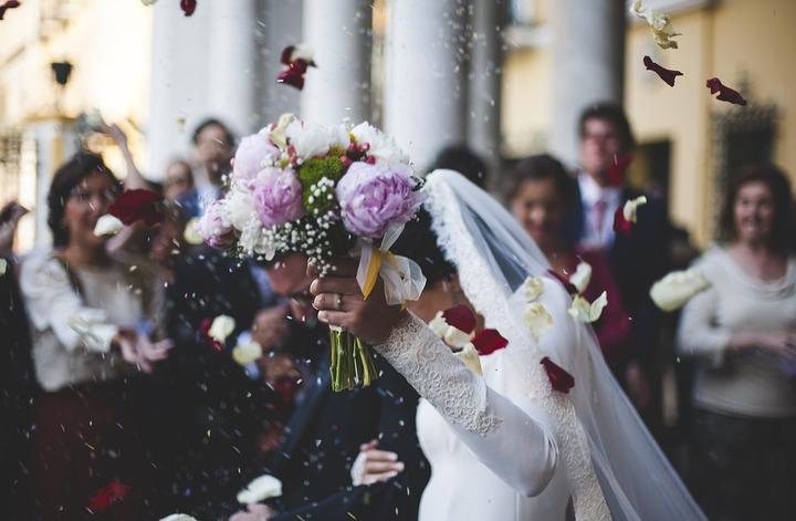 Более 500 свадеб сыграют накануне Красной горки в Москве
