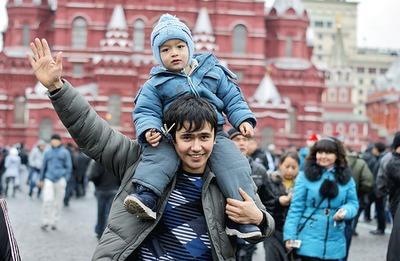 """Эксперт: Из-за """"московского национализма"""" мигранты считают столицу транзитной зоной"""