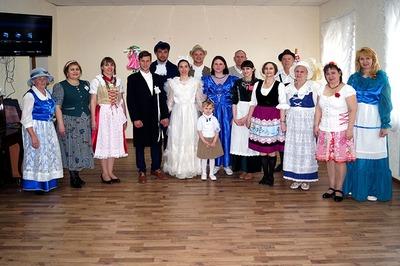 Свадьбу по жребию показали в Волгограде на фольклорном празднике российских немцев