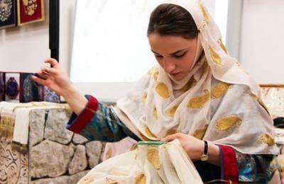 Выставка кубачинского золотного шитья открылась в Москве