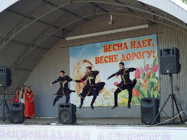 В саратовской Национальной деревне представили лезгинку шести народов России