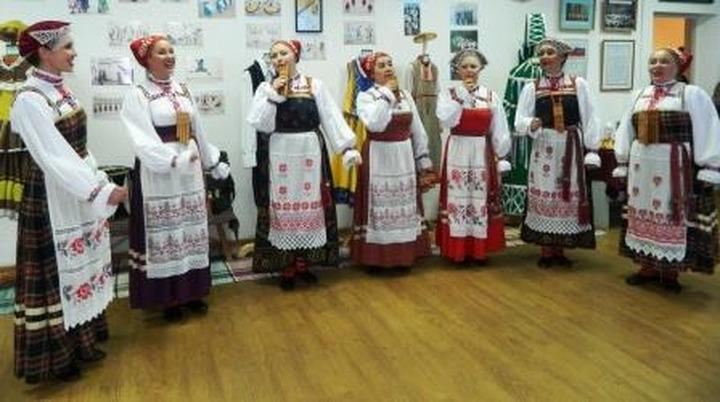 """В Кудымкаре открылась выставка к юбилею коми-пермяцкого ансамбля """"Шондiбан"""""""