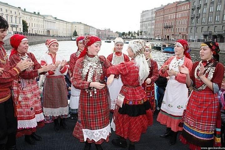 В Ижевске презентуют выставку традиционных свадебных костюмов