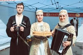 Гостей фестиваля национальных кухонь в Санкт-Петербурге угостят пловом и шашлыком