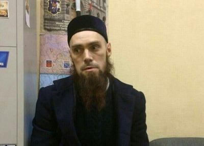 Ошибочно названный террористом мужчина в тюбетейке пожаловался на травлю