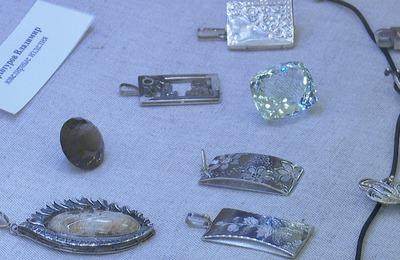 Изделия из камня и бересты представили на выставке в Благовещенске