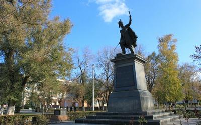 Житель Новочеркасска извинился перед казаками за осквернение памятника основателю города