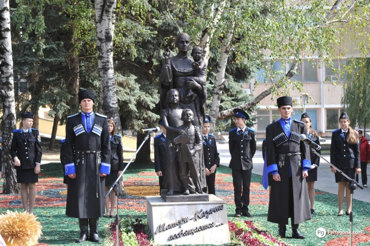 В столице СКФО открыли памятник Матери-казачке