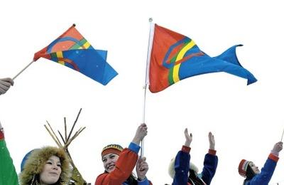 В Мурманске и Ловозере в День саамов подняли национальный флаг