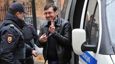 Суд оставил националиста Поткина под арестом до июня