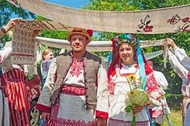 Милонов предложил дресс-код для ЗАГСов: официальные и этнические наряды