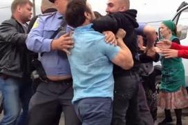 """Не защитившие своего коллегу на рынке """"Матвеевский"""" полицейские отрицают свою вину"""