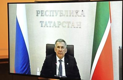 """Минниханов — Путину: """"Праздники каждый будет праздновать дома"""""""