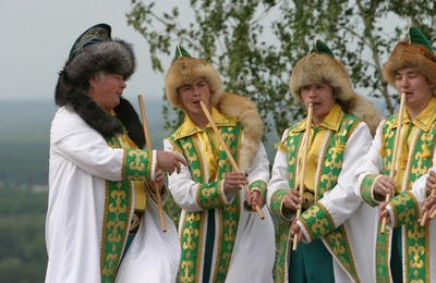 Жителей трех регионов России научат играть на курае