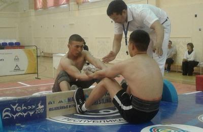 На спартакиаде в Якутске назвали победителей в длинных нардах и мас-рестлинге