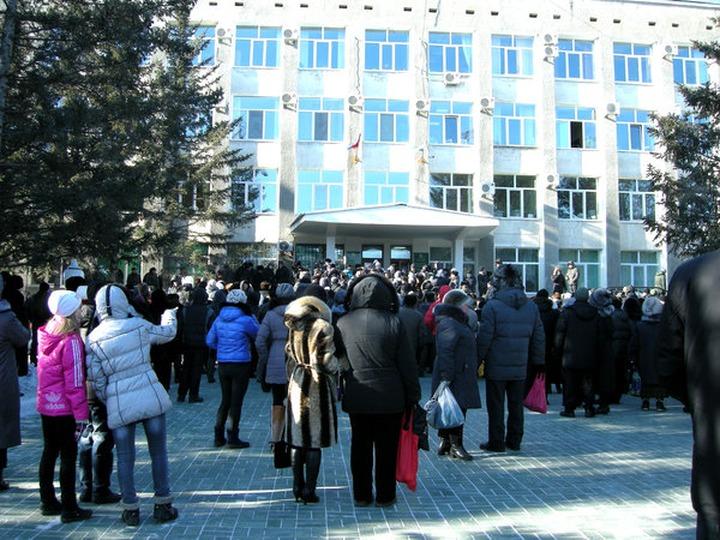 В Амурской области после смерти двух детей горожане потребовали выдворить из города цыган