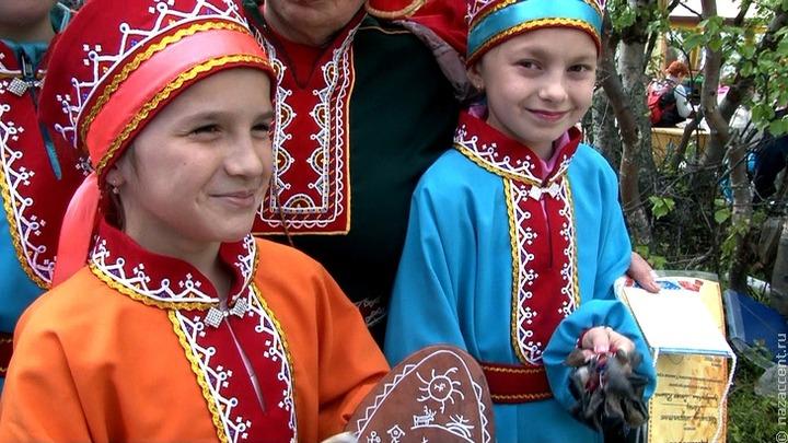 Вязать саамские варежки и плести пояса научат в День саамов в Мурманской области
