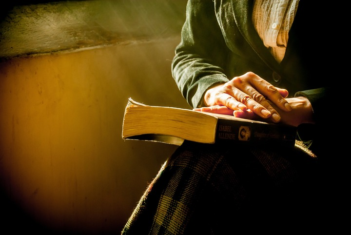 На Ставрополье христианский миссионер переводит молитвы на цыганский язык