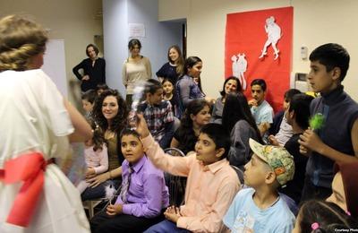 Волонтеры начали сбор денег на занятия с детьми беженцев