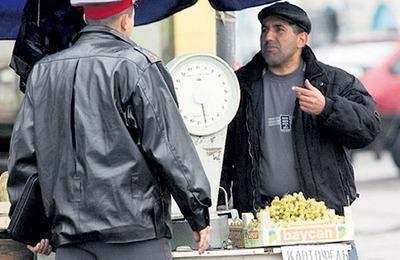 Иностранным мигрантам запретили работать в России продавцами