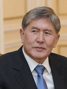 Президент Киргизии призвал трудовых мигрантов найти работу на родине