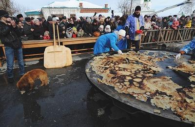 В Тюменской области в десятый раз попытаются испечь и перевернуть трехметровый блин