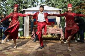 Подворья 14 народов открылись на фестивале национальных культур в Ставрополе