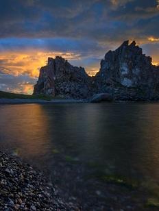 Ученые заявили об угрозе обрушения священного мыса Бурхан на Байкале