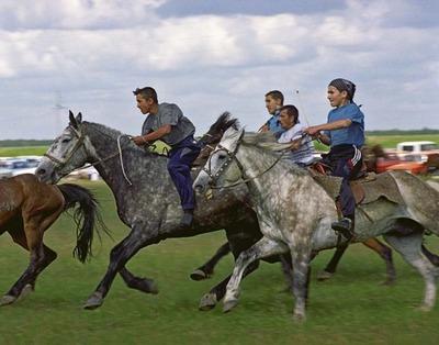 Сабантуй в Тюменской области отметят скачками, борьбой и бегом с коромыслом