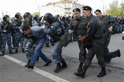 """Следователи подозревают в беспорядках на """"Марше миллионов"""" и националистов, и антифа"""