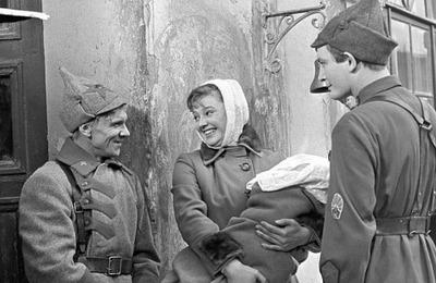 Подготовиться к экзамену мигрантам помогут советские фильмы