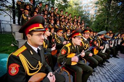 Ансамбль имени Александрова запел на украинском ради дружбы народов