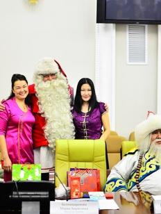 Санта Клаус и байкальский Дед Мороз прибыли в Бурятию