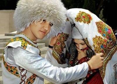 Саратовцев познакомили со свадебными традициями туркмен, азербайджанцев и татар