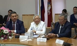 Тувинский политик представил книгу откровенных воспоминаний о власти
