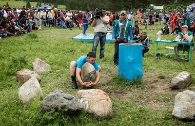 На фестивале национальных игр на Алтае поднимут камни и набьют волан