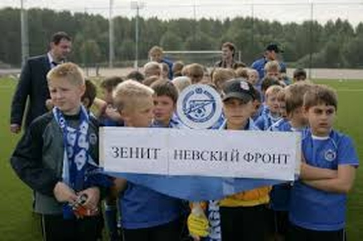 Молодежной политикой в Петербурге займутся лидер фанатов и глава бурятского общества