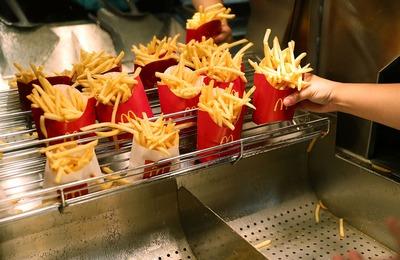 В Госдуме предложили признать McDonald's иностранным агентом ради здоровья и русской кухни