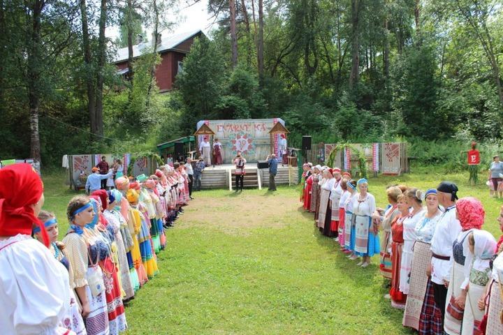 """В Ленобласти провели праздник вепсской культуры """"Enarne ma"""""""