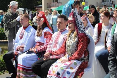 Двенадцать пар в один день сыграли традиционные свадьбы в Подмосковье