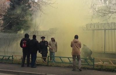Нацболы провели акцию у посольства Польши в ответ на погромы националистов в Варшаве