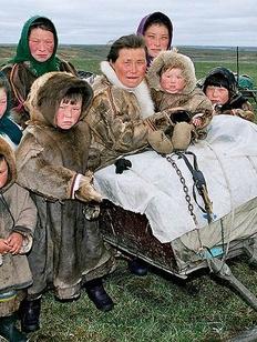 Кочевым народам Севера разрешили усыновлять детей